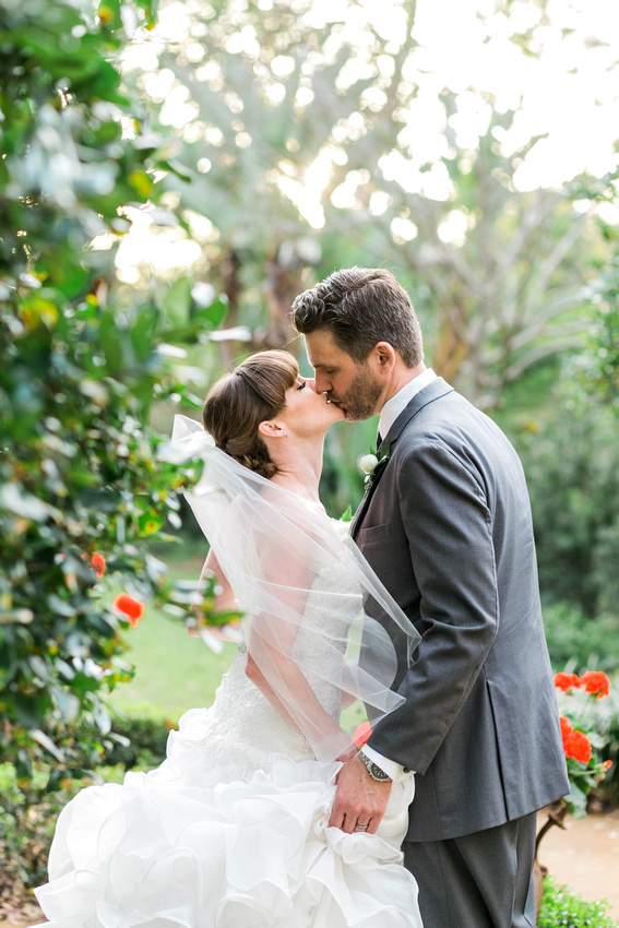 Tampa Wedding Photographer. Newlywed Photos. Bride and Groom.