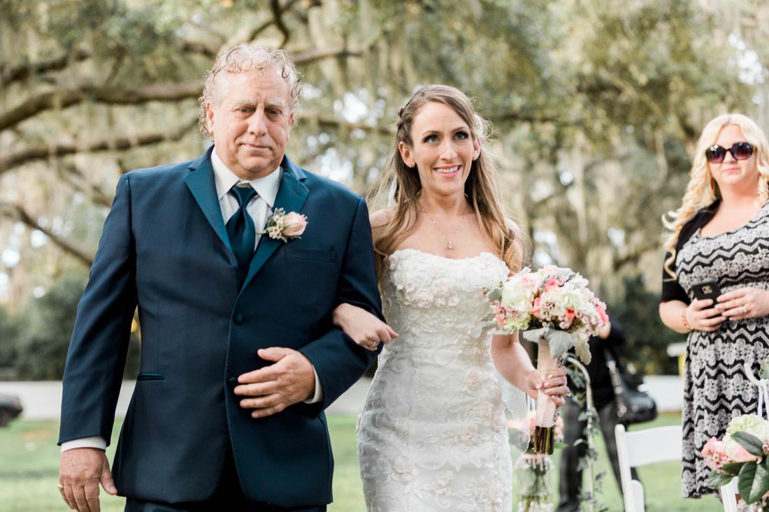 Tampa Wedding. Casa Lantana Wedding. Outdoor wedding. Florida wedding. Pink and white wedding details. Tampa wedding venue.