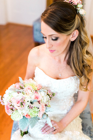Casa Lantana Wedding. Bride and groom getting ready photos. Florida Wedding. Outdoor wedding venue. Tampa Wedding. Florida wedding. Pink and white wedding details.