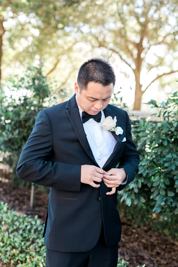 A groom gets ready for his wedding at the Palmetto Club at Fishhawk Ranch in Lithia, FL.
